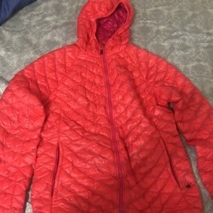 North Face Women's XL thermoball jacket hood